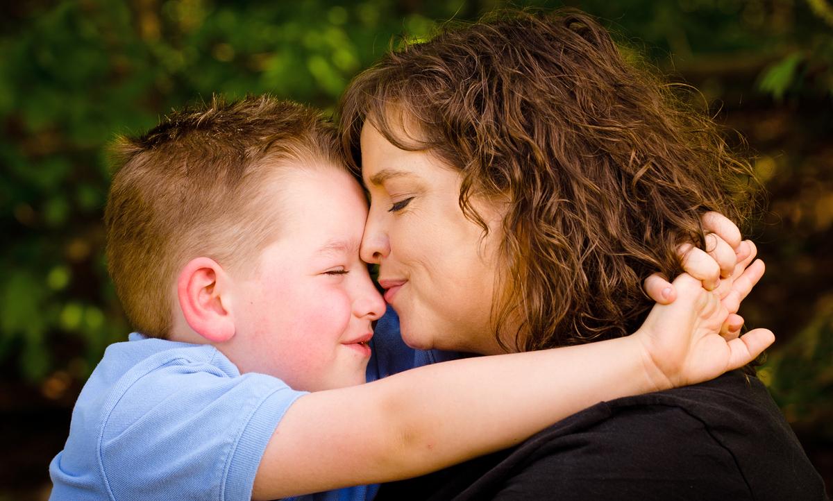 Сын чмокнул свою мать, Сын ебёт маму -видео. Смотреть сын ебёт маму 28 фотография